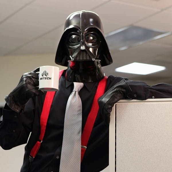 """""""Dark Side"""" ve Ofis Hayatı: Karanlık Taraf İnsanlarına İyi Haberlerimiz Var. Güç Sizi Patronluğa Götürebilir."""