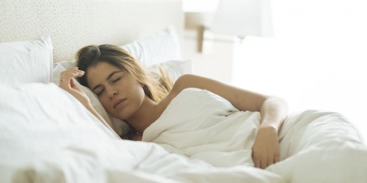En Sağlıklı Uyuma Pozisyonları: Uyku Pozisyonları ile İlgili Doğrular ve Yanlışlar