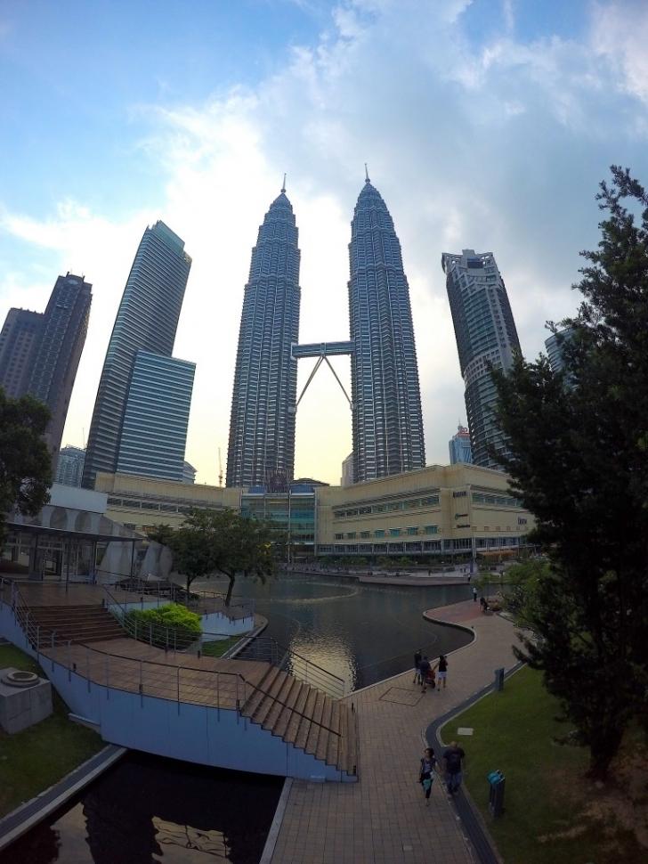 Singapur bu kadar ileriye gidebilmişken neden burası dünyaca ünlü turizm merkezlerinden birisi olamamış?