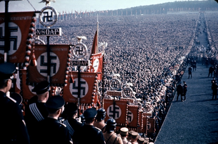 Fotoğraflarla Hitler ve Ona Aşık Halkı