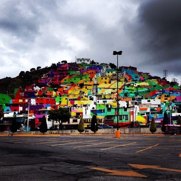 Renklerin Büyüsü! Sokakların Boyanmasıyla, Suç Oranının Düştüğü Kasaba