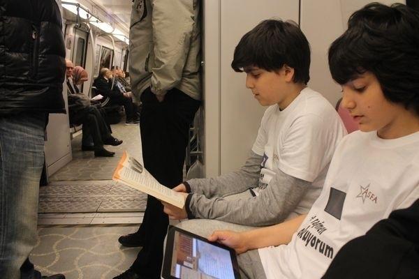 Toplu Taşımada Kitap Okumanın Getirileri