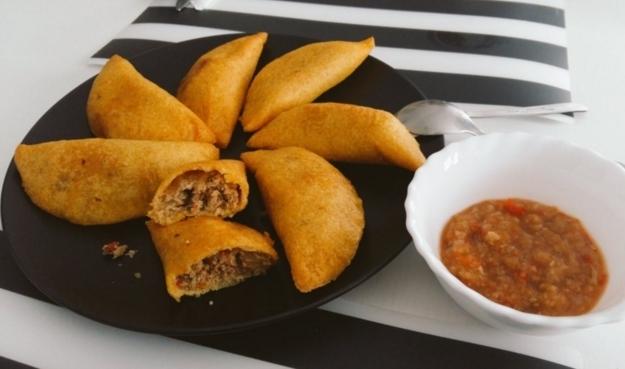 16. Kolombiya: Üç tane empanada