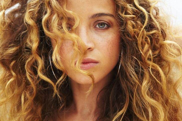 Kıvırcık Saçı Kıvırcıklaştıran Şey Nedir?