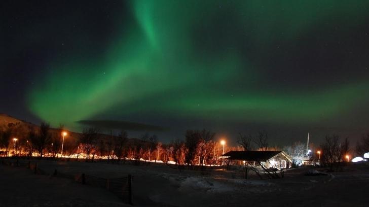 Kirkenes üzerindeki kuzey ışıkları