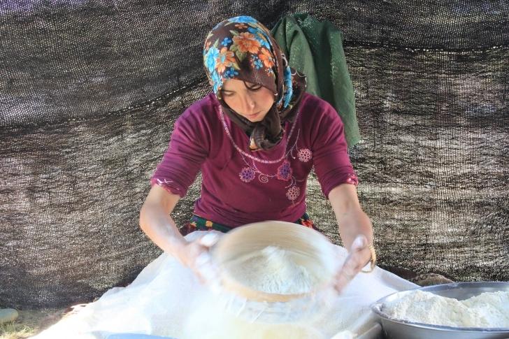 Kadınların yemekte kullandığı temel besin; yufka ve sütten oluşuyor.