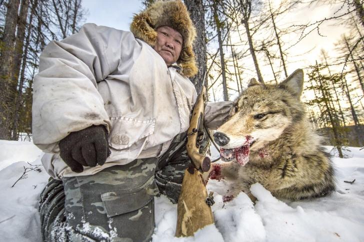 Kurtuyla beraber bir avcı, Rusya
