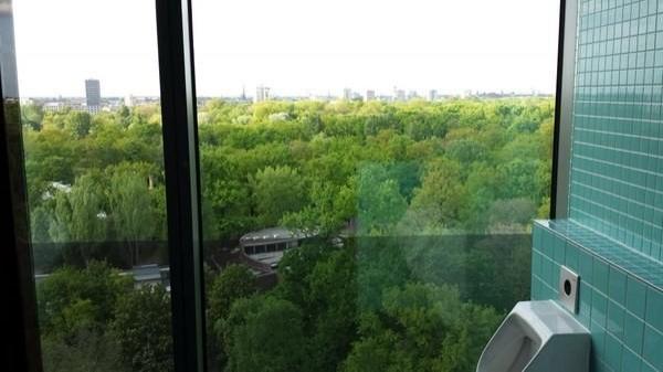 16. Berlin'de devasa bir parkın yukarısında.