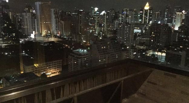 21. Bangkok'u kuş bakışı izlerken.