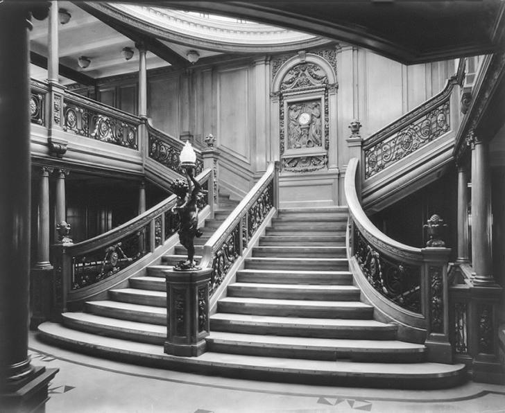 Tarihte büyük merdivenler birinci sınıf yolcular için ayrılmıştı.