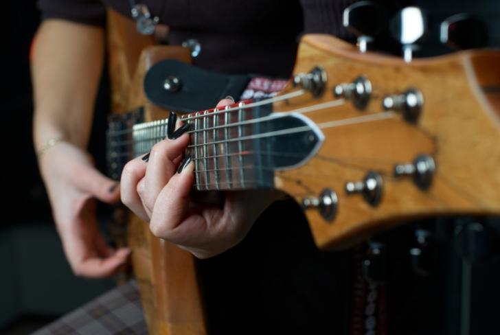 Neden Bazı Gitaristlerin Parmakları Sarımsak Gibi Kokar?