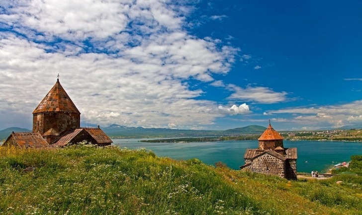 Ağrı Dağı'na Bir de Burdan Bakın: Erivan ve Çevresi