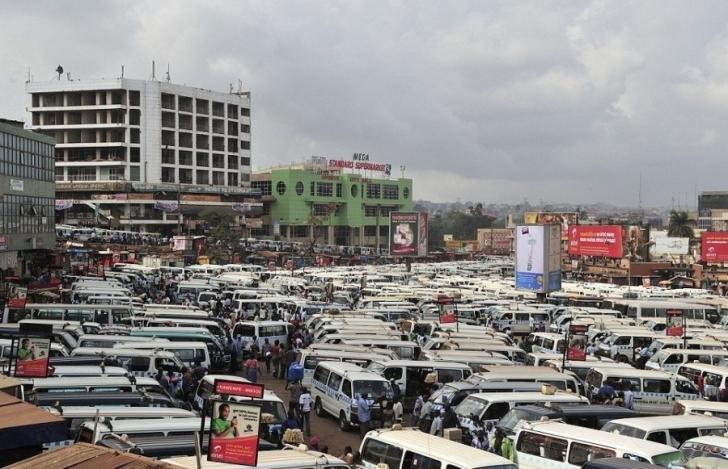Kampala, Uganda'daki taksi durağı