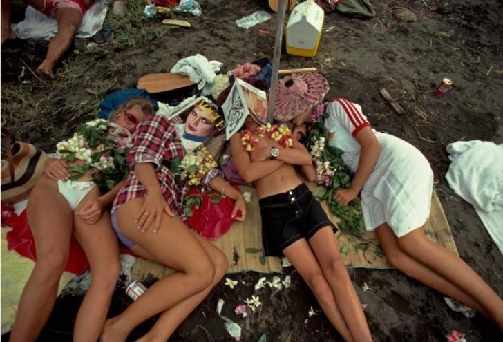 Hawaii Kano Yarışları Birliği Eyalet Şampiyonası'nda gençlen plajda kestiriyor. Bir zamanlar Leo Tosltoy'u misafir etmiş olan bir Ukrayna hastanesinde çocuklar dinleniyor.