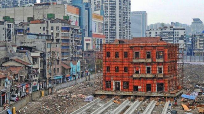 Çin'de Raylarla Taşınan Bina Ne İfade Ediyor?