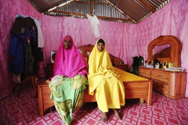 Dünyanın Beş Bir Yanından Etkileyici Anne-Kız Fotoğrafları