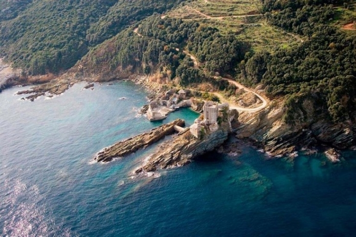 Dünyanın Kadınsız Tek Bölgesi: Athos Dağı
