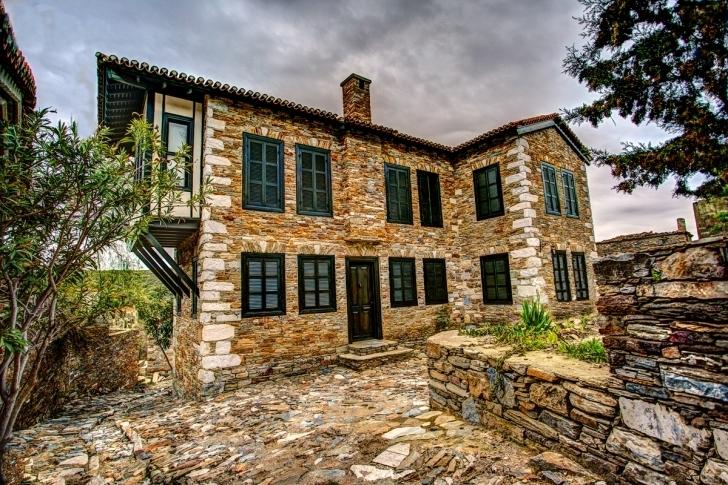 30. Rum mimarisinin güzelliklerini taşıyan şirin bir köy: Doğanbey köyü
