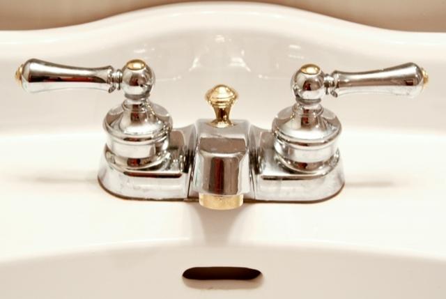 Neden Sol Musluk Sıcak Suyu Kontrol Ederken, Sağ Musluk Soğuk Suyu Kontrol Eder?