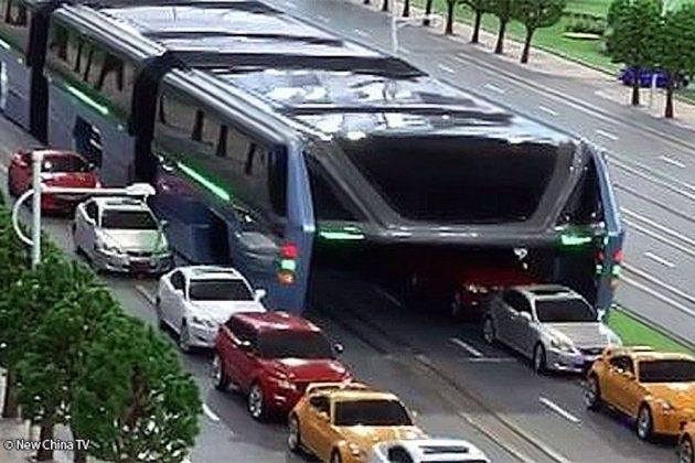 Çinliler Trafiğin Üzerinden Gidecek Bir Otobüs Geliştiriyor