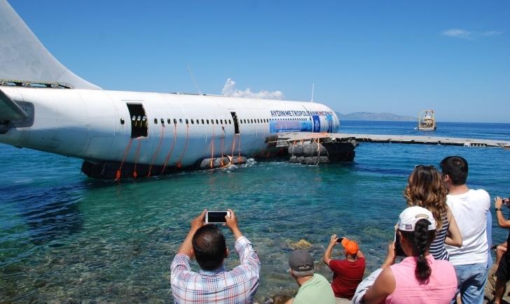 Kuşadası'nda Dev Airbus Uçağı Yapay Resif Olarak Ege Sularına Gömüldü