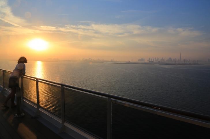Kamaranızda gözünüzü denize açıp güzel bir kahvaltıyla güne başlıyor, yol yorgunluğu yaşamıyorsunuz. Gününüze ister gemide ister gezerek devam edebiliyor, hareket saatinde tekrar yol alıyorsunuz.
