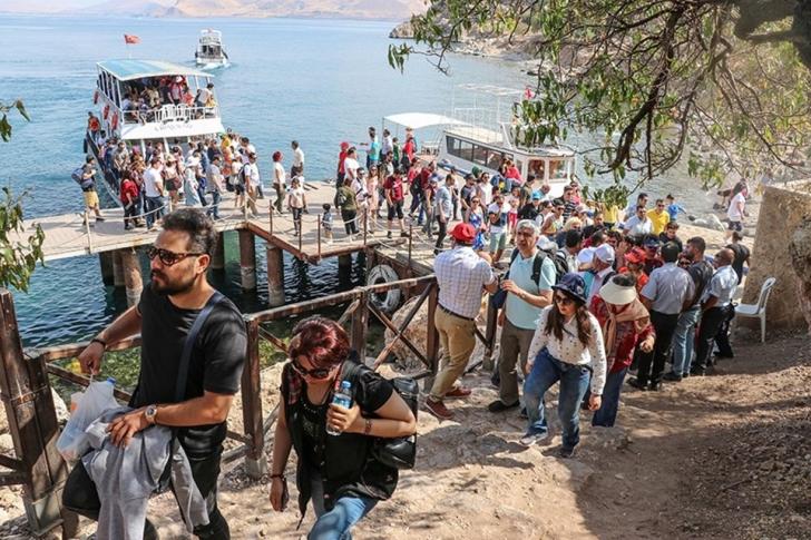 İranlı turistler, Aşure Gününde Van'a akın etti