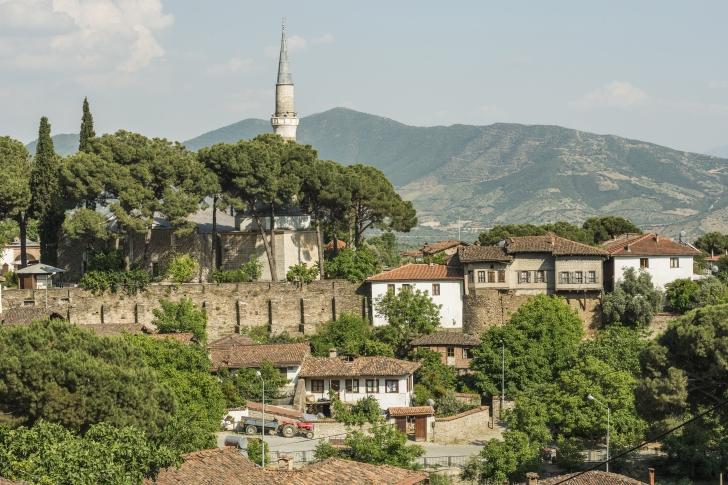 İzmir'in Ödemiş ilçesindeki Birgi'nin sokaklarında sonbaharın tadını çıkarın...