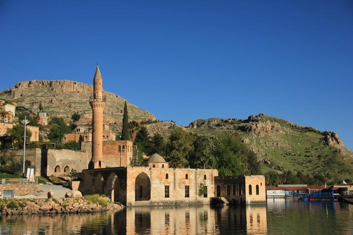 Batan bir şehrin kıyısında biten Karagüllerin şehri: Halfeti
