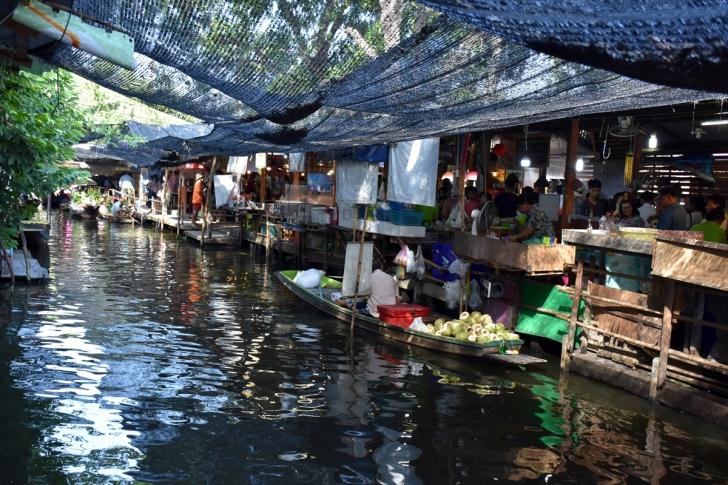 Yüzen pazarlar turistlerin ilgi odağı