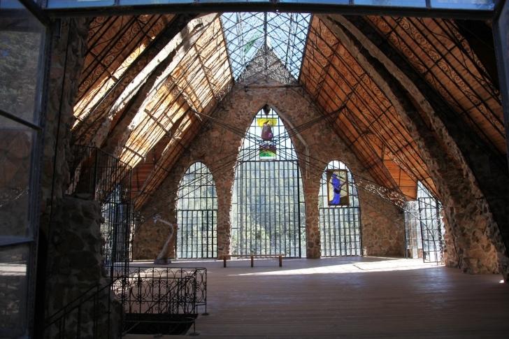 Tek odalı bir evden kaleye: Bishop Kalesi