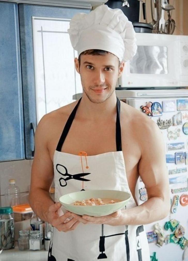 Картинки мужик на кухне в фартуке